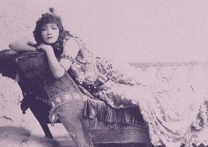 Sarah Bernhardt vestida de actriz